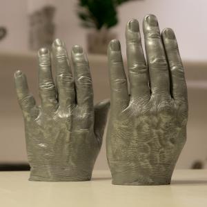 Gjuta av händer aluminium