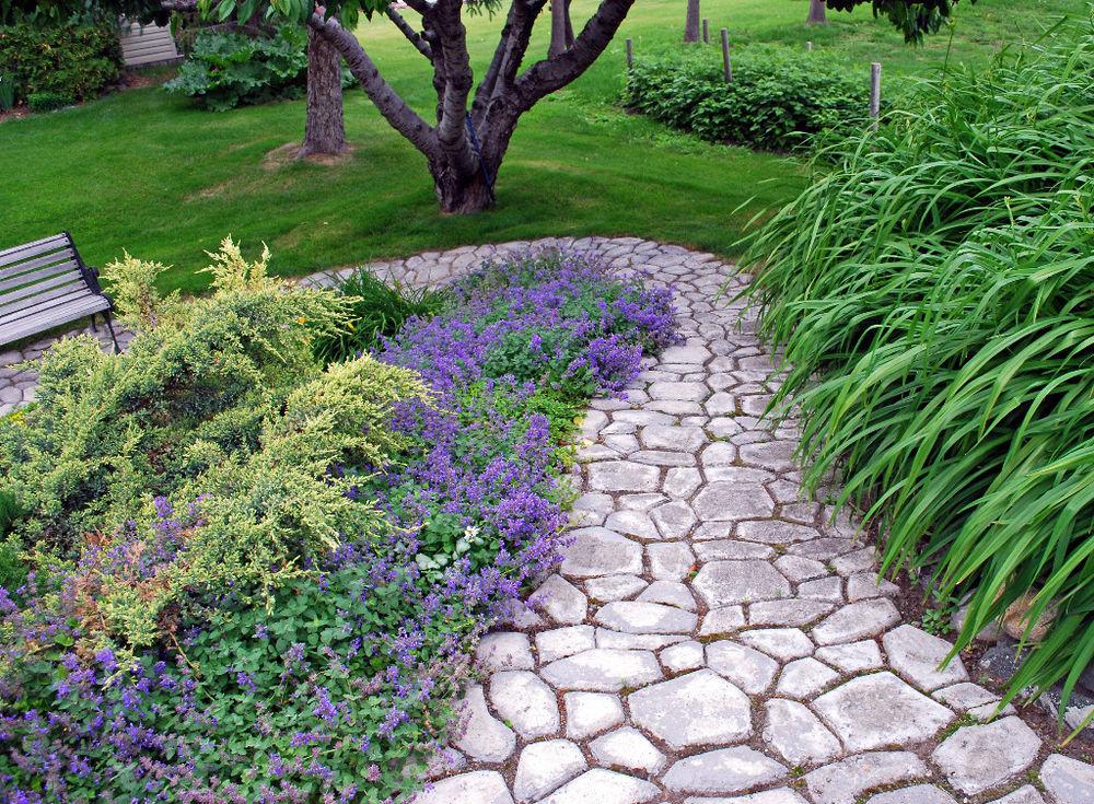 Gjutnät för snygg trädgårdsgång